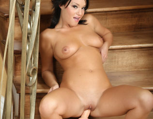 Free Devi Emmerson Pics from Aziani.com