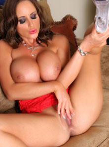 Nikki Jackson plays with her sweet pussy on the couch! from Aziani