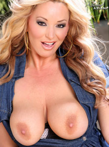 Rachel Aziani strips outside and reveals her incredible body! from Busty Rachel