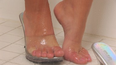 Big boobed naughty girl Mya lathers up her feet and pretty toes in this HD foot lover's dream of a video. from Aziani